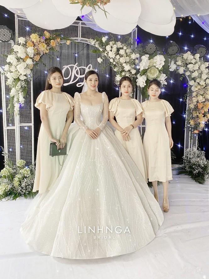 Khánh Linh diện váy cưới làm từ 30K viên đá Swarovski do chính Bùi Tiến Dũng lên ý tưởng - ảnh 7