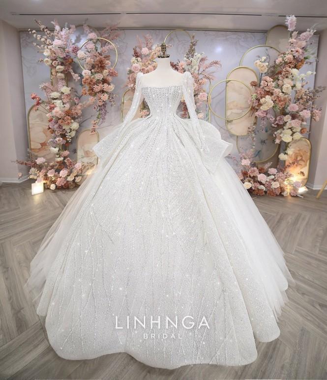Khánh Linh diện váy cưới làm từ 30K viên đá Swarovski do chính Bùi Tiến Dũng lên ý tưởng - ảnh 4