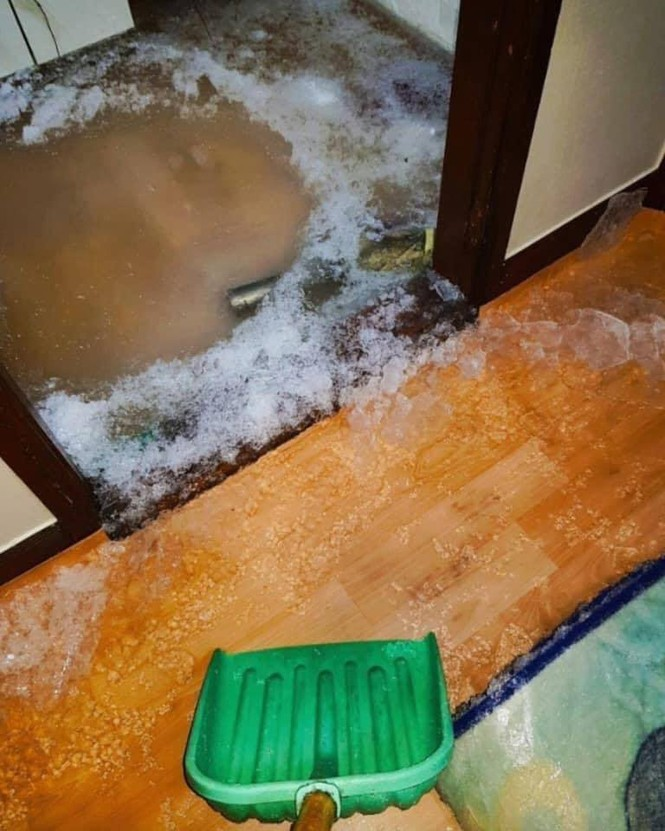 Chủ nhà dặn để nước nhỏ giọt tránh đóng băng đường ống, cô gái làm theo và nhận kết