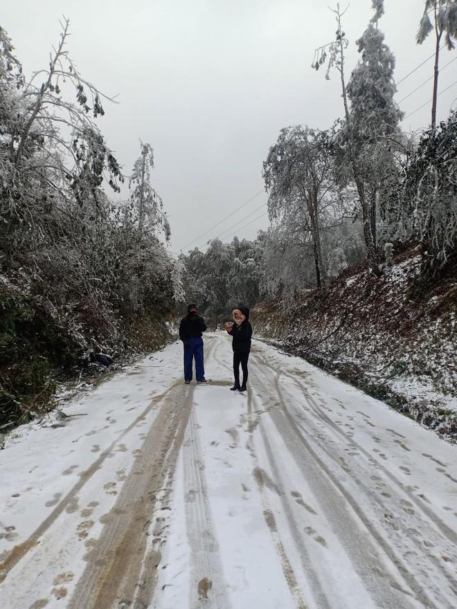 Giới trẻ đua nhau check-in tuyết rơi lãng mạn ở Sa Pa: Đừng quên lưu ý quan trọng này! - ảnh 9