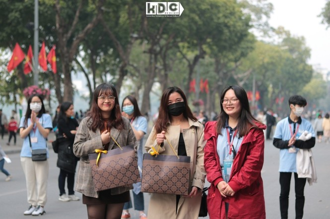 Hà Nội: Fan KPop cover SNSD, BLACKPINK mừng năm mới tưng bừng phố đi bộ Hồ Gươm - ảnh 2