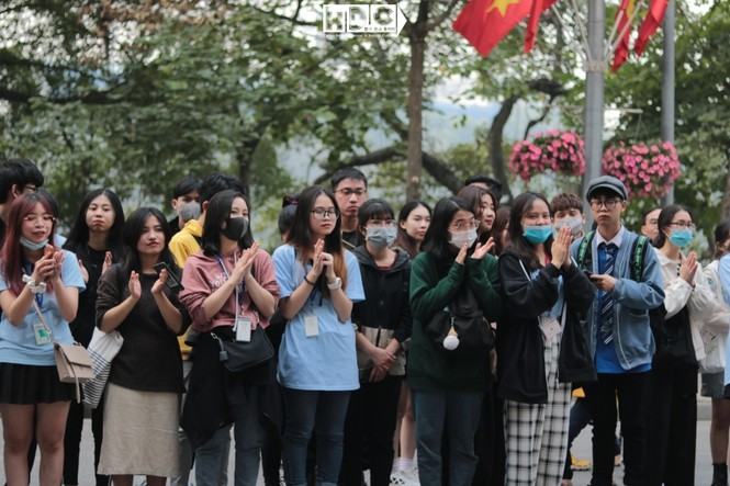 Hà Nội: Fan KPop cover SNSD, BLACKPINK mừng năm mới tưng bừng phố đi bộ Hồ Gươm - ảnh 3