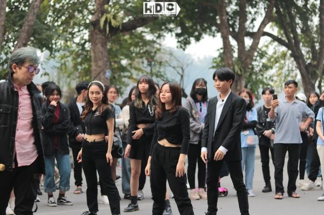 Hà Nội: Fan KPop cover SNSD, BLACKPINK mừng năm mới tưng bừng phố đi bộ Hồ Gươm - ảnh 4
