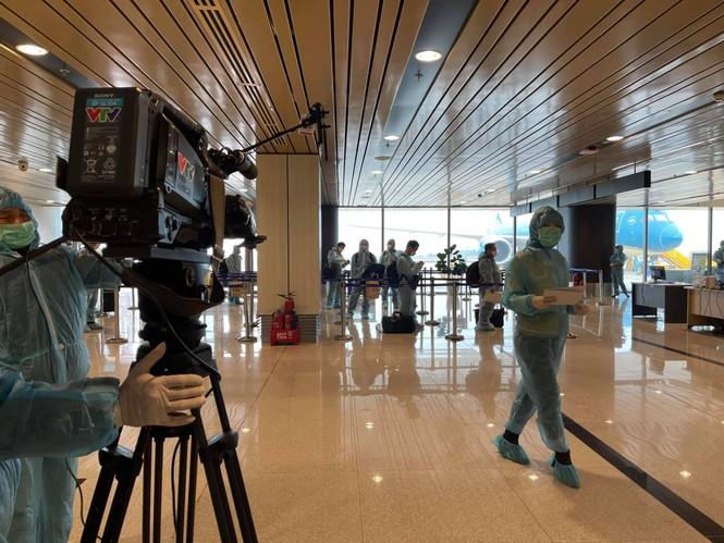 Phía VTV lên về tiếng thông tin các phóng viên Thời sự tiếp xúc với BN COVID-19 Quảng Ninh - ảnh 3