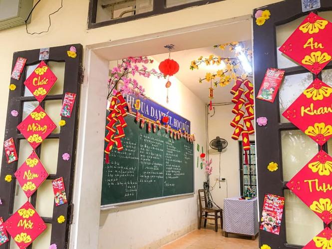 Teen Ninh Bình trang hoàng lớp học đón Tết: Lì xì, câu đối đỏ, bánh chưng xanh đều có đủ! - ảnh 1