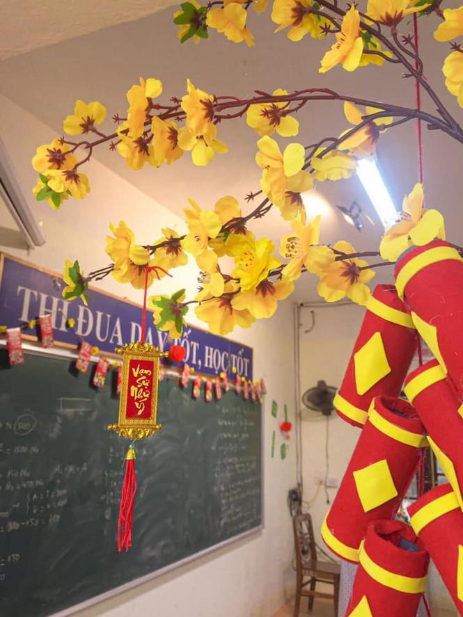 Teen Ninh Bình trang hoàng lớp học đón Tết: Lì xì, câu đối đỏ, bánh chưng xanh đều có đủ! - ảnh 5
