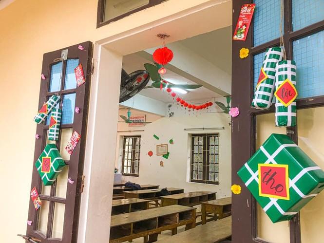 Teen Ninh Bình trang hoàng lớp học đón Tết: Lì xì, câu đối đỏ, bánh chưng xanh đều có đủ! - ảnh 2
