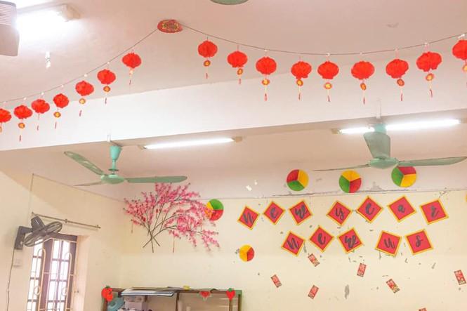 Teen Ninh Bình trang hoàng lớp học đón Tết: Lì xì, câu đối đỏ, bánh chưng xanh đều có đủ! - ảnh 7