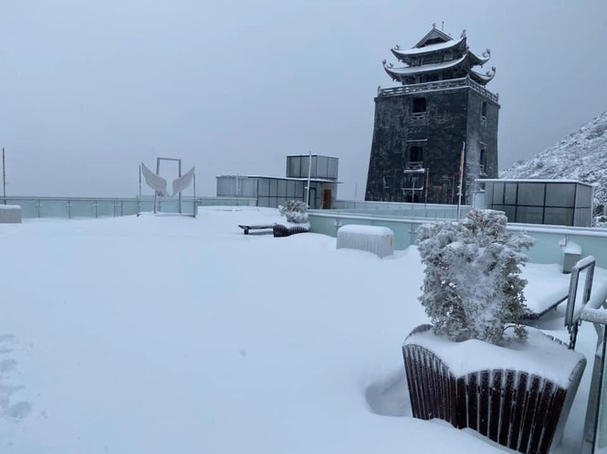 Tuyết rơi phủ dày trên đỉnh Fansipan (Lào Cai), khung cảnh đẹp tựa như phim cổ trang  - ảnh 3