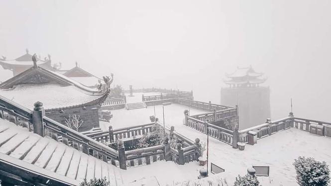 Tuyết rơi phủ dày trên đỉnh Fansipan (Lào Cai), khung cảnh đẹp tựa như phim cổ trang  - ảnh 4