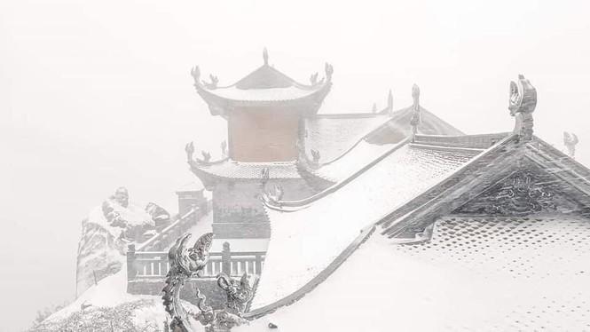 Tuyết rơi phủ dày trên đỉnh Fansipan (Lào Cai), khung cảnh đẹp tựa như phim cổ trang  - ảnh 5