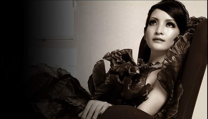 """Linh Nga sexy không kém """"nữ thần"""" Monica Bellucci - ảnh 1"""