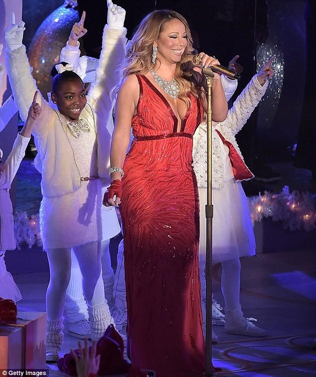 """Đụng hàng đầm khoe ngực, Minh Tuyết """"chặt đẹp"""" Mariah Carey - ảnh 1"""