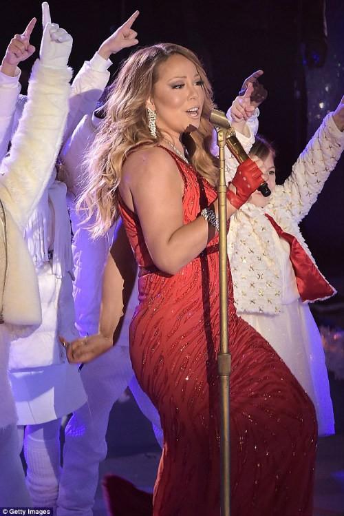 """Đụng hàng đầm khoe ngực, Minh Tuyết """"chặt đẹp"""" Mariah Carey - ảnh 3"""