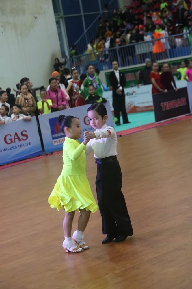 Kubi, con trai KhánhThi- Phan Hiển gây sốt ở giải vô địch khiêu vũ thể thao quốc gia - ảnh 6