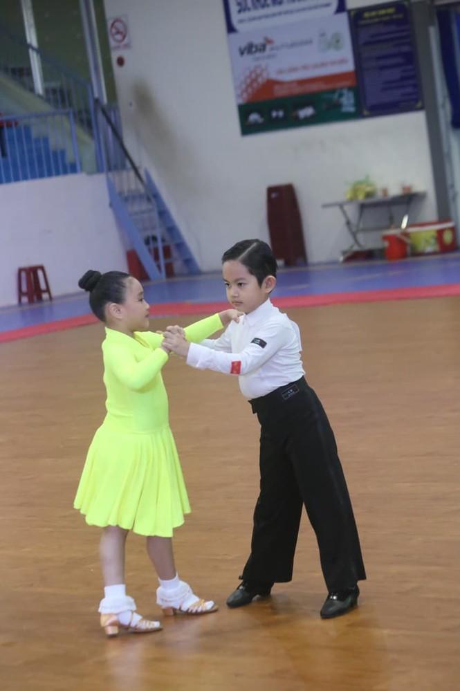 Kubi, con trai KhánhThi- Phan Hiển gây sốt ở giải vô địch khiêu vũ thể thao quốc gia - ảnh 4