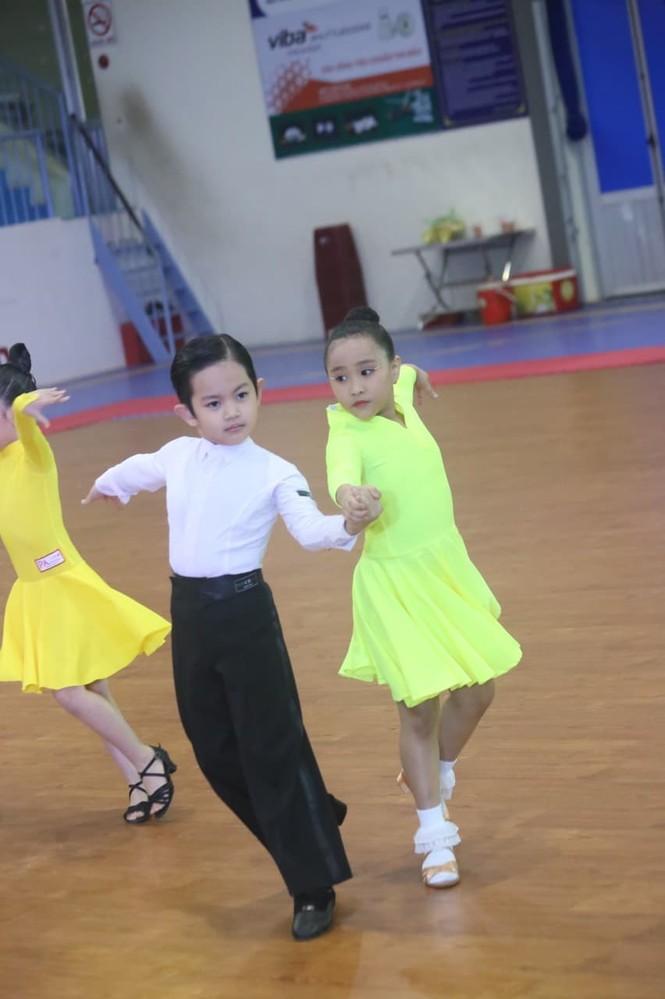 Kubi, con trai KhánhThi- Phan Hiển gây sốt ở giải vô địch khiêu vũ thể thao quốc gia - ảnh 3