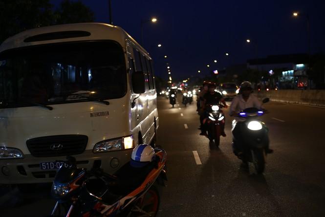 Xe biển xanh cán chết người ở Sài Gòn - ảnh 1