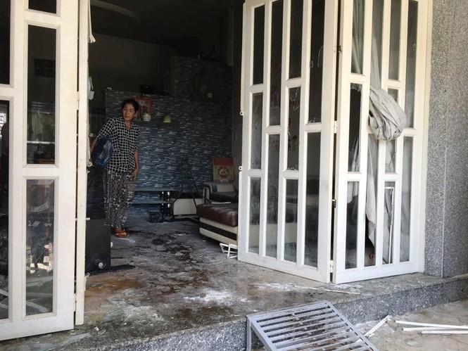 Chồng giết vợ, ôm con cố thủ 5 giờ ở Sài Gòn - ảnh 2