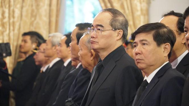 Người dân TPHCM xúc động tiễn biệt Chủ tịch nước Trần Đại Quang - ảnh 5