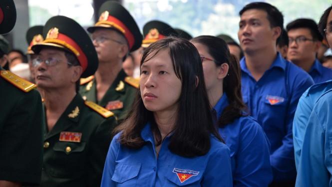 Người dân TPHCM xúc động tiễn biệt Chủ tịch nước Trần Đại Quang - ảnh 6