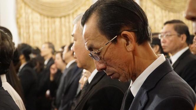 Người dân TPHCM xúc động tiễn biệt Chủ tịch nước Trần Đại Quang - ảnh 9