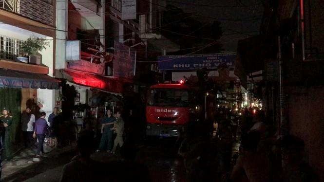 Cháy nhà trước đêm giao thừa ở Sài Gòn, cả khu dân cư náo loạn - ảnh 1