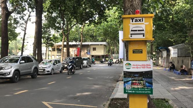Cận cảnh những điểm đón taxi hoang phế ở Sài Gòn - ảnh 1