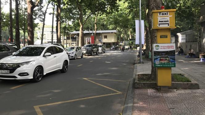 Cận cảnh những điểm đón taxi hoang phế ở Sài Gòn - ảnh 4