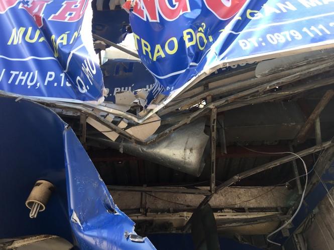 Kinh hãi 'hung thần' container lao vào nhà dân ở Sài Gòn lúc rạng sáng - ảnh 3