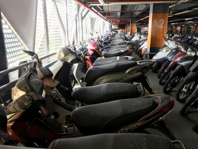 Hàng trăm xe máy 'nằm vạ' nhiều năm ở sân bay Tân Sơn Nhất - ảnh 12