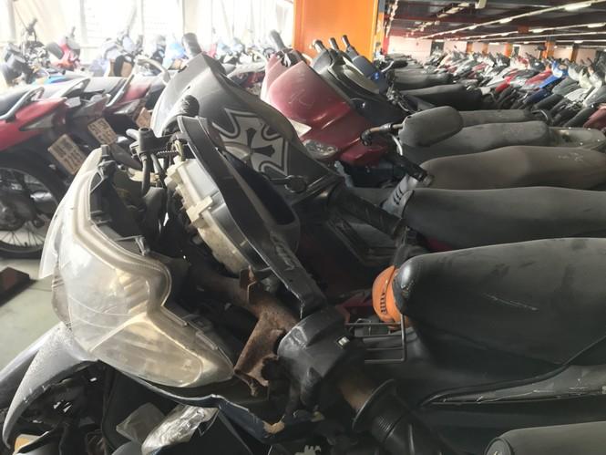 Hàng trăm xe máy 'nằm vạ' nhiều năm ở sân bay Tân Sơn Nhất - ảnh 6