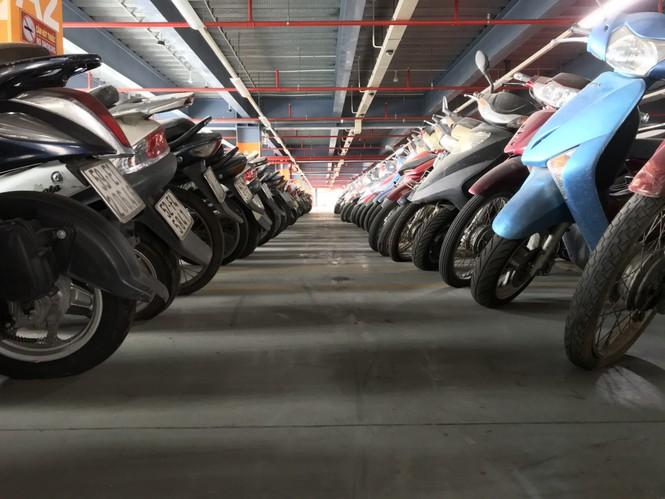 Hàng trăm xe máy 'nằm vạ' nhiều năm ở sân bay Tân Sơn Nhất - ảnh 7