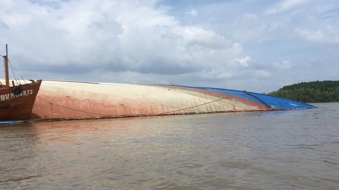 Bộ trưởng GTVT Nguyễn Văn Thể đến hiện trường vụ chìm tàu 8.000 tấn ở Cần Giờ - ảnh 1