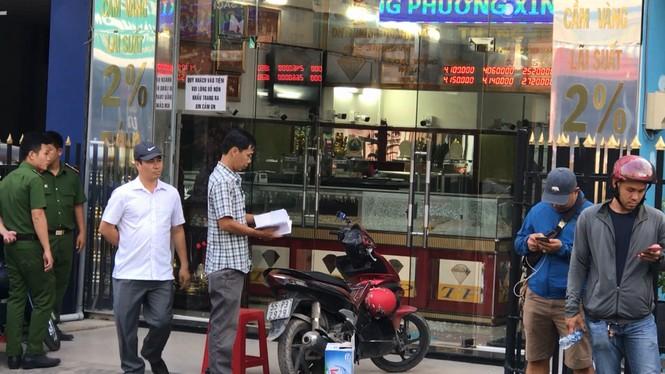 Bắt 2 tên cướp nổ súng táo tợn ở tiệm vàng Sài Gòn - ảnh 1