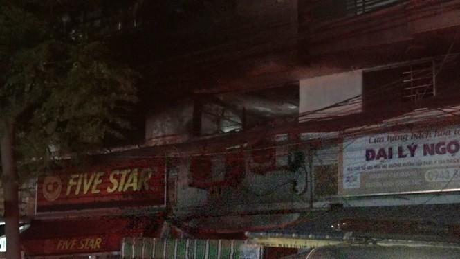 Cháy nhà trong đêm ở Sài Gòn, 3 người tử vong - ảnh 1