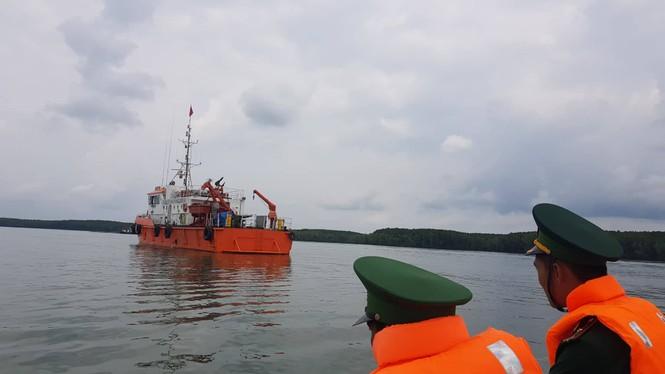 Tìm thấy thi thể thứ 2 trong vụ 3 người mất tích khi trục vớt tàu 8.000 tấn - ảnh 1