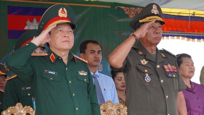 Binh sĩ và người dân Việt Nam và Campuchia diễn tập cứu nạn tại biên giới - ảnh 2