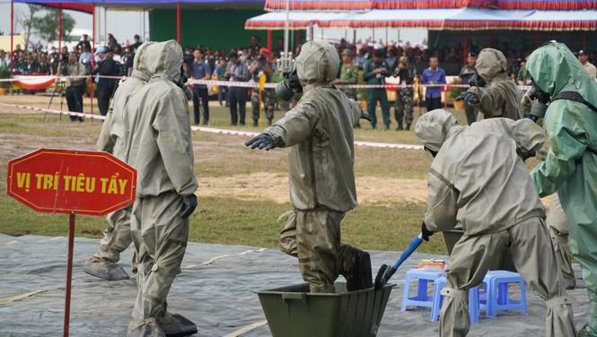 Binh sĩ và người dân Việt Nam và Campuchia diễn tập cứu nạn tại biên giới - ảnh 3