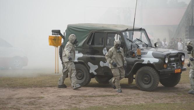 Binh sĩ và người dân Việt Nam và Campuchia diễn tập cứu nạn tại biên giới - ảnh 5