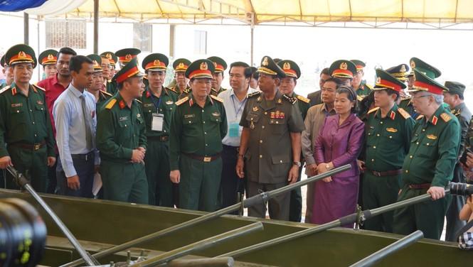 Binh sĩ và người dân Việt Nam và Campuchia diễn tập cứu nạn tại biên giới - ảnh 8