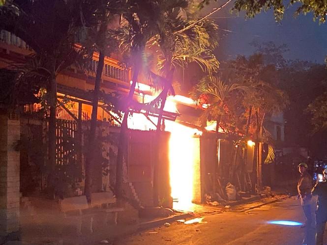 TPHCM: Cháy nổ kinh hoàng tại kho chứa vải khiến cả khu dân cư phải sơ tán - ảnh 2