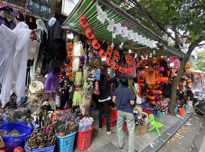 Phố Hàng Mã đồ chơi càng kinh dị càng đắt khách dịp Halloween - ảnh 10