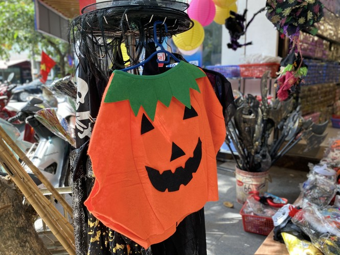 Phố Hàng Mã đồ chơi càng kinh dị càng đắt khách dịp Halloween - ảnh 4