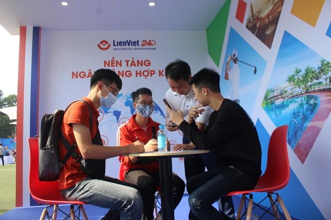 Chỉ 2 phút, mở thành công LienViet24h tại Sóng Festival - ảnh 4