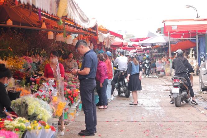 Hoa tươi đìu hiu ngóng khách, 'hoa sầu riêng' gây sốt ngày 8/3 - ảnh 2