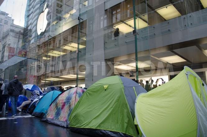 Dân Úc dầm mưa rét xếp hàng mua iPhone 6S - ảnh 4