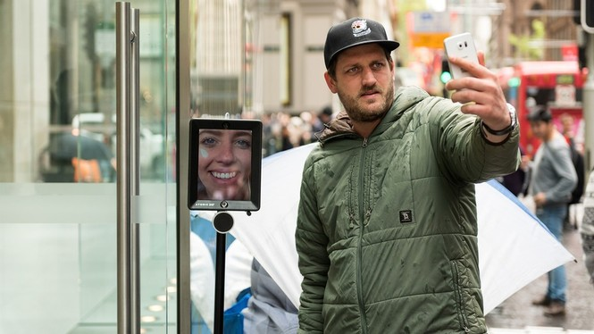 Dân Úc dầm mưa rét xếp hàng mua iPhone 6S - ảnh 5