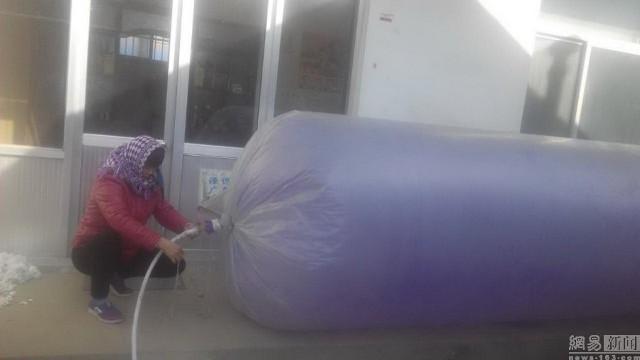 Hết hồn với chiêu mua khí gas bằng… túi nilon để nấu cơm - ảnh 4