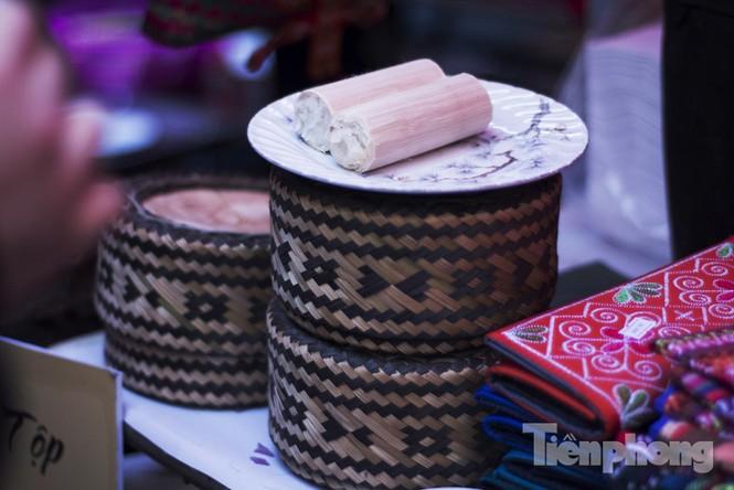 Người Hà Nội đội mưa rét đi chợ ở… bảo tàng - ảnh 11